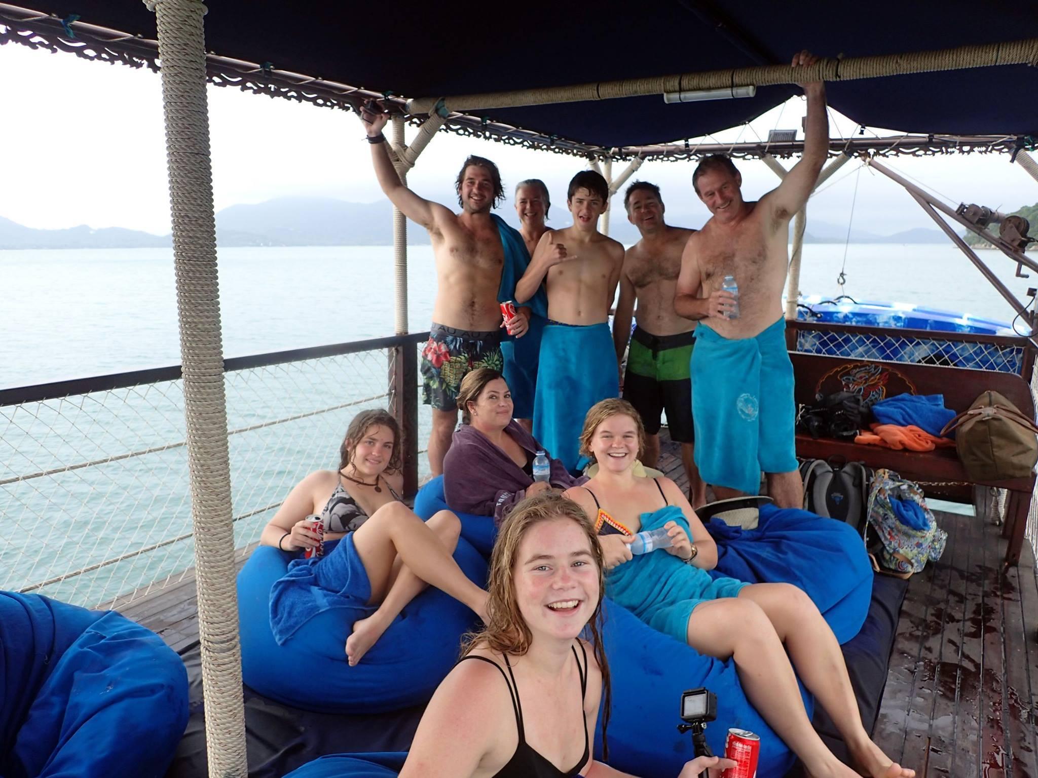 Традиционные тайские яхты «Красный Дракон» и «Голубой Дракон», остров Самуи, Таиланд