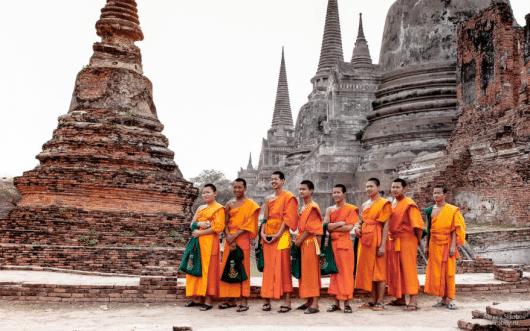 Монахи в Wat Mahatat, Аюттайя